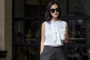 Phạm Quỳnh Anh khoe phong cách dạo phố